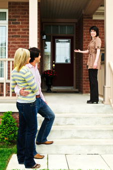 How to Ready the Outside of Your Home to Be Seen by Buyers